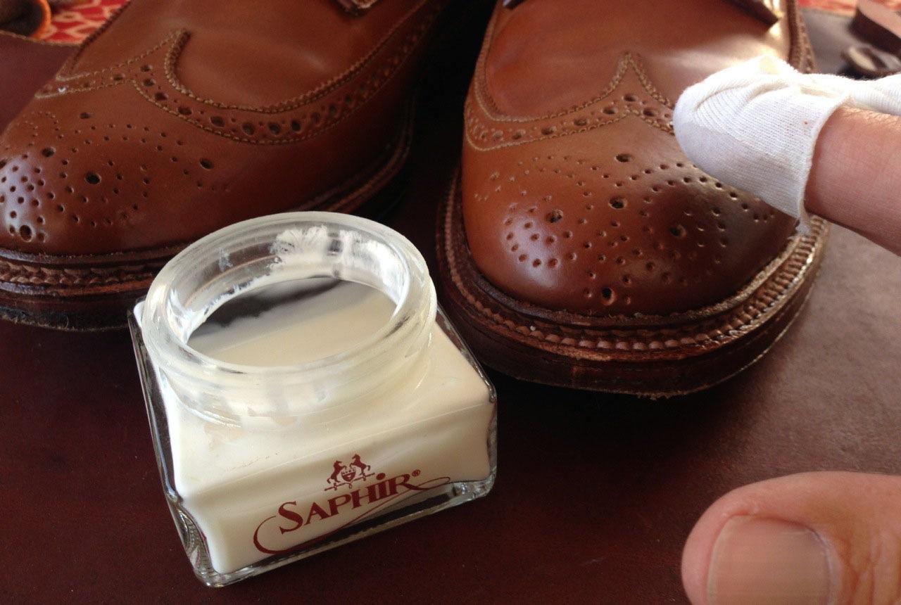 Shoe polish process Saphire